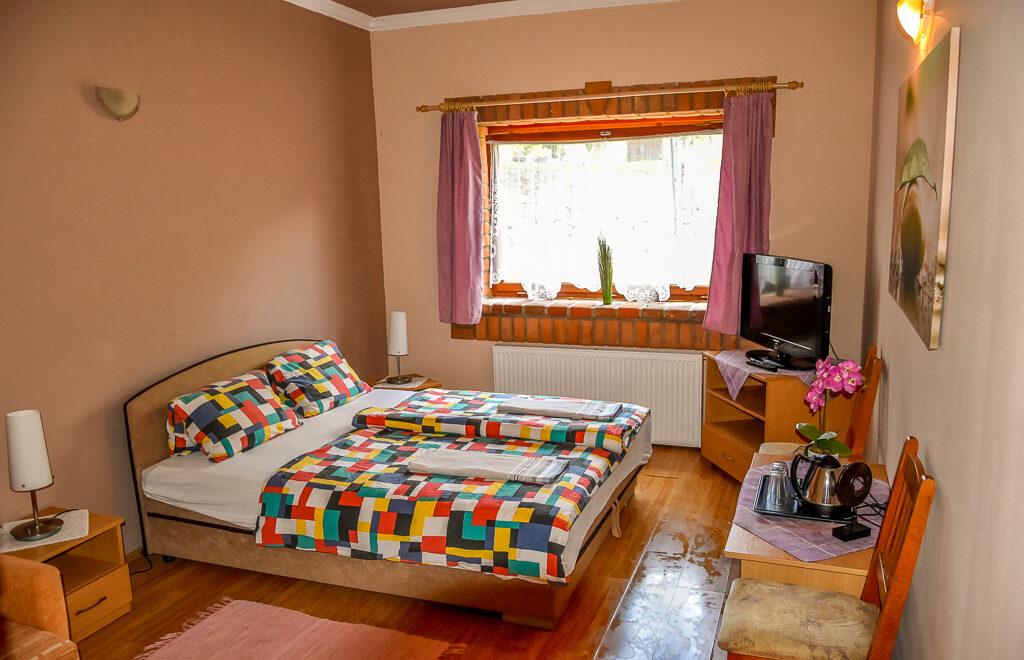 Háromágyas földszinti szoba