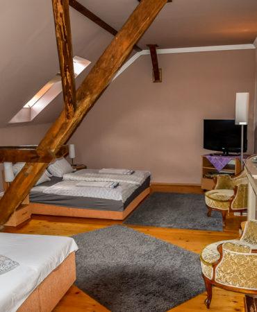 Négyágyas emeleti szoba